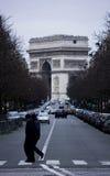 El arco del triunfo en París Foto de archivo