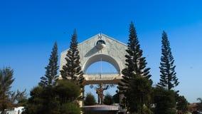 El arco 22 es el símbolo principal de Banjul Gambia Imagen de archivo libre de regalías