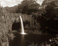El arco iris cae en la isla grande Hawaii foto de archivo libre de regalías
