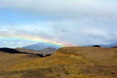 El arco iris en las montañas de Torres del paine Foto de archivo libre de regalías