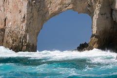 El Arco/Los在土地的曲拱在Cabo圣卢卡斯巴哈墨西哥结束的卡约埃尔考斯 免版税库存照片