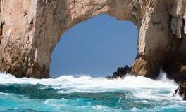 El Arco/Los在土地的曲拱在Cabo圣卢卡斯巴哈墨西哥结束的卡约埃尔考斯 库存照片