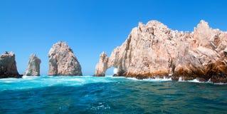 EL Arco/Los Arcos che l'arco alle terre si conclude a Cabo San Lucas Baja Mexico fotografia stock libera da diritti