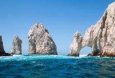 El Arco/Los Arcos som bågen på länder avslutar på Cabo San Lucas Baja Mexico Royaltyfri Bild