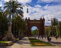 El arco triunfal en Barcelona fue construido en 1888 antes de la exposición de mundo Adorna la entrada al parque de la ciudadela imagenes de archivo