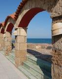 El arco y el mar. Imagenes de archivo
