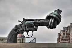 El arma anudado de Naciones Unidas Foto de archivo libre de regalías