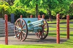 El arma de Krupp de la Primera Guerra Mundial en jardines del gobierno parquea, Rotorua, Nueva Zelanda imagen de archivo