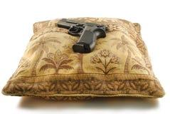 El arma en la almohadilla del este Foto de archivo