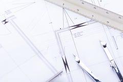 El arquitecto blueprints el lugar de trabajo de los objetos del equipo foto de archivo libre de regalías
