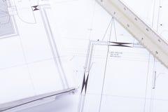 El arquitecto blueprints el lugar de trabajo de los objetos del equipo imagen de archivo libre de regalías