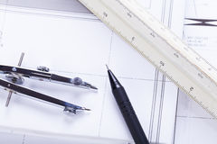 El arquitecto blueprints el lugar de trabajo de los objetos del equipo fotografía de archivo