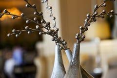 El arreglo de las ramas de plata con la gota del metal florece Imagen de archivo libre de regalías