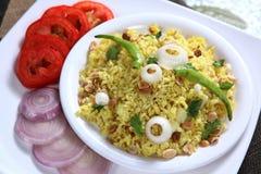 El arroz aplanado forma escamas plato, Kande Pohe fotografía de archivo libre de regalías