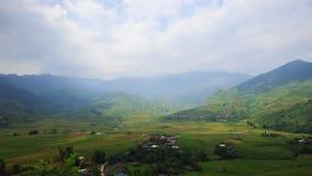 El arroz coloca en colgante de MU Cang Chai, YenBai, Vietnam almacen de metraje de vídeo