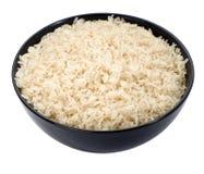 El arroz hervido en un primer negro del tazón de fuente aisló Imagenes de archivo