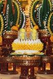El arroz que ofrece para las reliquias knighting del desfile del Buda Imagen de archivo libre de regalías