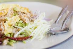 El arroz se mezcló con la goma del camarón, arroz frito con goma del camarón fotografía de archivo