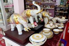 El arte Benjarong es pott básico tailandés tradicional del estilo de cinco colores Fotografía de archivo