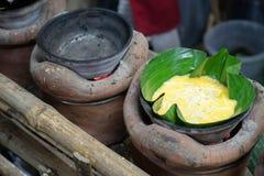 El arte de hacer bibingka delicioso fotos de archivo libres de regalías