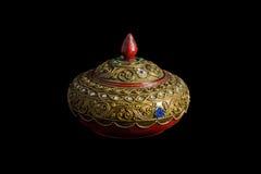 El arte de madera del ataúd adornado con un modelo adornó con beautifu Fotos de archivo