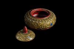 El arte de madera del ataúd adornado con un modelo adornó con beautifu Imagen de archivo libre de regalías