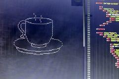 El arte del ASCII de la taza de la bebida y el HTML cifran a un lado Imágenes de archivo libres de regalías