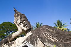 El arte del budismo Un montón de estatuas de Buda en el parque de Buda, Lao PDR de Vientián fotografía de archivo libre de regalías