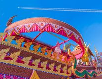 El arte del cohete de Tailandia del desfile, adorna del cohete del c?rculo La propiedad p?blica en el festival del cohete de la c fotografía de archivo
