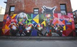 El arte mural del artista mural brasileño Eduardo Kobra recluta la leyenda Andy Warhol del arte pop y a la superestrella Jean-Mic Imágenes de archivo libres de regalías