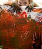El artista de los niños da a pintura colores multi Imágenes de archivo libres de regalías