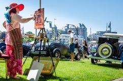 El artista pinta el coche exhibido en los días del noroeste del empate Foto de archivo libre de regalías
