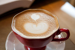El aspecto de una taza de café hermosa Fotografía de archivo