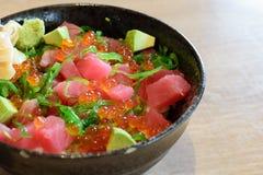 El atún pone la comida japonesa Fotos de archivo libres de regalías