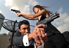 El atacar/que defiende del agente/del asesino del d?o la situaci?n Fotos de archivo libres de regalías