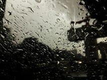 El ataque de la lluvia fotos de archivo