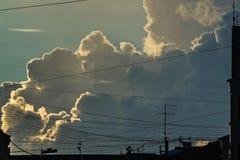 El ataque del frente de la tormenta en la ciudad imagen de archivo