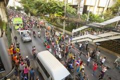 El atasco de la motocicleta en centro de ciudad durante celebra a los fanáticos del fútbol que ganan AFF Suzuki Cup 2014 Fotografía de archivo libre de regalías