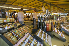 El atasco y la miel sacuden en el mercado en Francia Fotografía de archivo libre de regalías