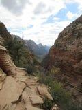 El aterrizaje del ` s del ángel que camina la trayectoria, Zion National Park, Utah Foto de archivo