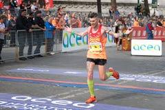 El atleta alcanza la meta del maratón Fotos de archivo libres de regalías