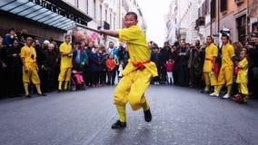 El atleta del monje se realiza con la espada Fotografía de archivo libre de regalías