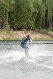 el atleta entra para wakeboarding el 28 de mayo de 2016 Imagenes de archivo