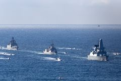 El atrevimiento del HMS mecanograf?a el destructor de la defensa a?rea de 45 Atrevido-clases de las naves principales del Royal N imágenes de archivo libres de regalías