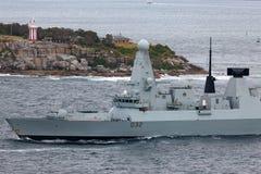 El atrevimiento del HMS mecanograf?a el destructor de la defensa a?rea de 45 Atrevido-clases del Royal Navy Sydney Harbor de sali imagen de archivo libre de regalías