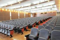 El auditorio con los asientos foto de archivo