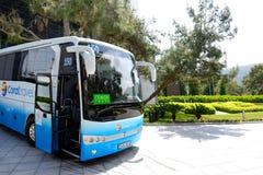 El autobús moderno para el transporte de los turistas Fotos de archivo libres de regalías