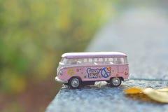 El autobús rosado para tiene viaje Fotos de archivo libres de regalías