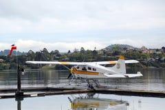 El avión de mar se aventura los aviones del castor DHC-2 listos para volar con los turistas sobre San Francisco Bay Fotos de archivo libres de regalías