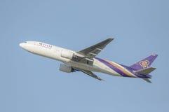 El avión de pasajeros aterrizaba Foto de archivo libre de regalías